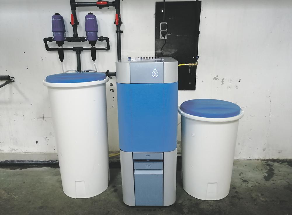 Het Watter Systeem maakt ter plekke een desinfectiemiddel.