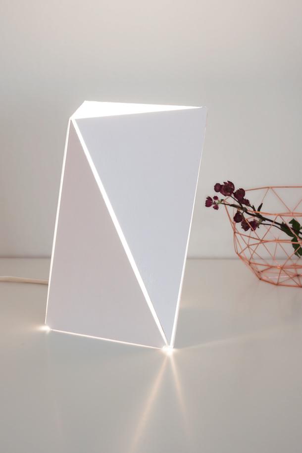 trimono_white_table