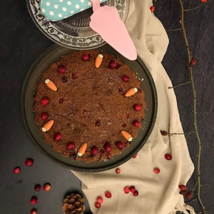 Saftiger Karottenkuchen mit Cranberries