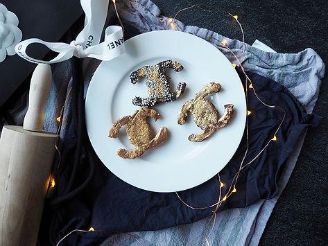 e48ad82b73bae Die Kekse aus dem Ofen nehmen und je nach Lust und Laune verziehen