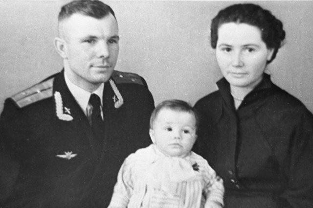 ЮРА С ВАЛЕНТИНОЙ И ЛЕНОЧКОЙ.jpg