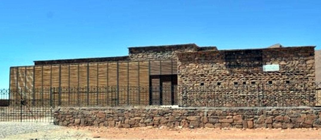 Entre Tata et Icht, un centre culturel en pierres sèches signé Salima Naji