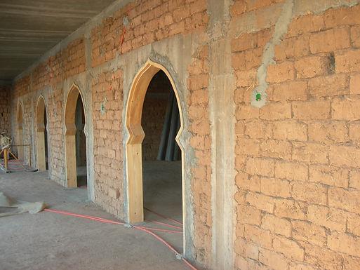 Les cadres des fenêtres et des portes-fenêtres cimentés