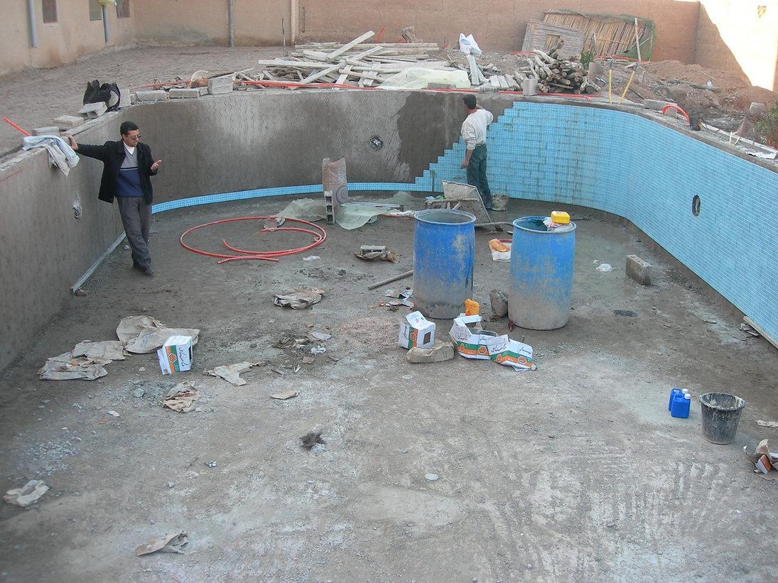 Généreuse piscine en construction chez Latifa à Taroudant