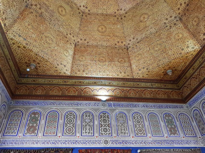 Plafond de bois sculpté