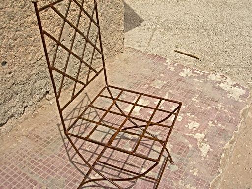 Chaise marocaine en fer forgé : reconnaissable du premier coup d'oeil