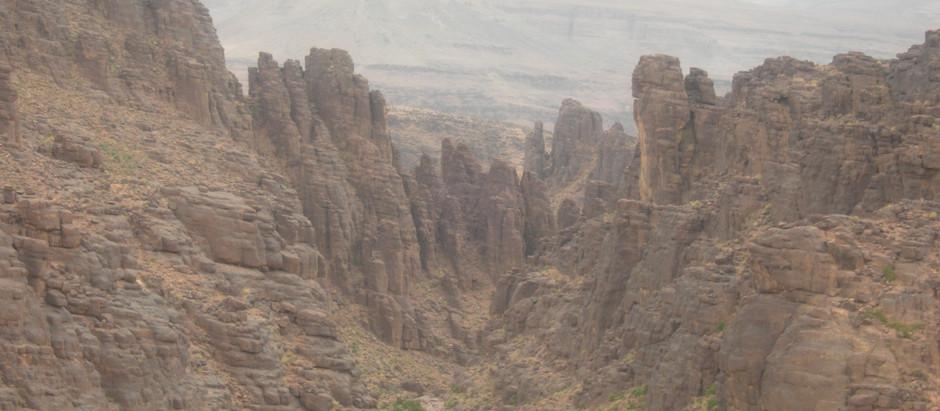 Extraordinaire et inoubliable paysage lunaire dans le Haut-Atlas marocain