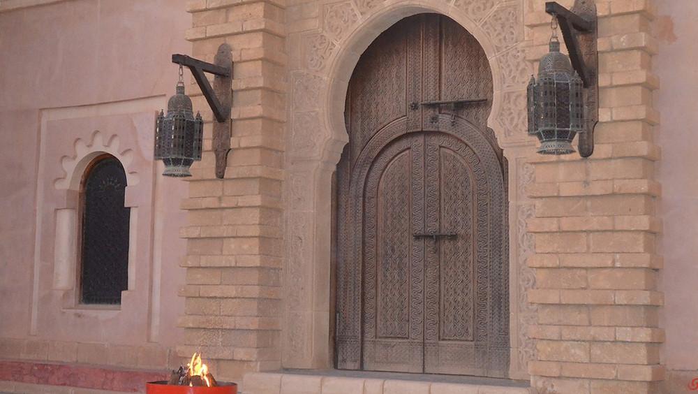 A ne pas franchir : la porte du restaurant El Menzeh à la Médina de Coco Polizzi