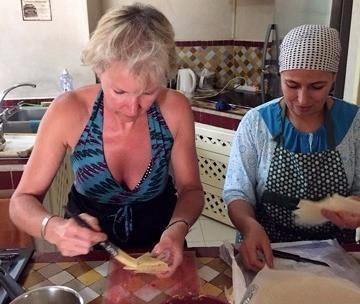 Notre cours de cuisine marocaine comprend la confection des briouates aux légumes.