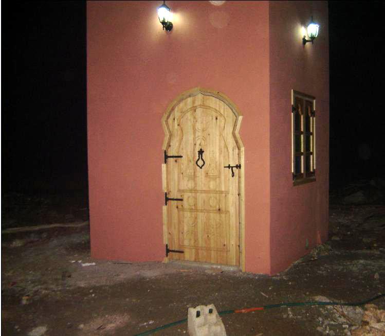 Château d'eau : porte et fenêtre de style... amazigh