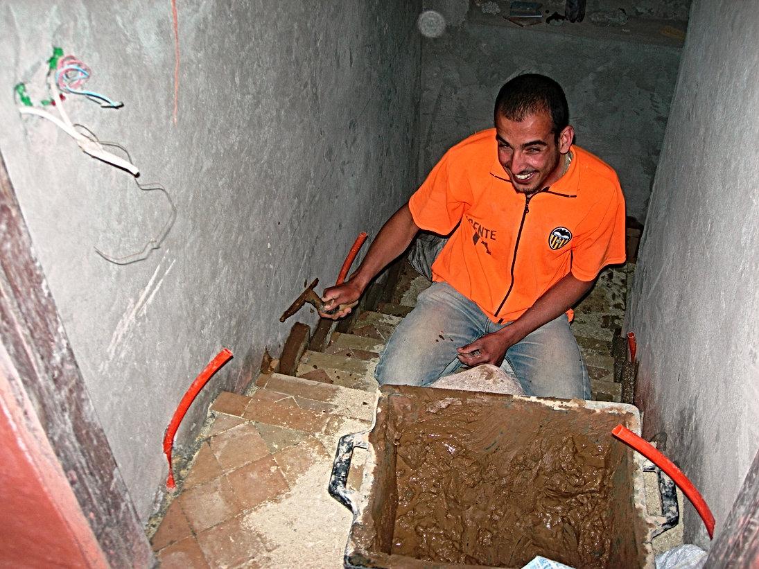 Nouveaux escaliers en zelliges cuits à Fès et sculptés à Agadir