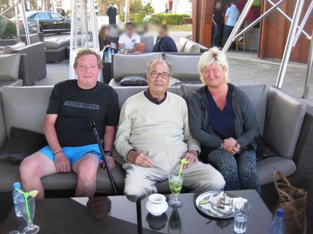 Jacques Chirac photographié au restaurant Les Blancs avec des touristes