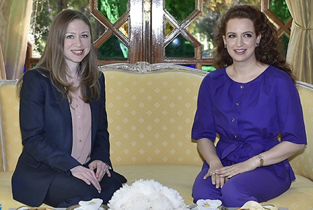Chelsea Clinton (à gauche) a été reçue au Palais royal de Marrakech par Lalla Salma