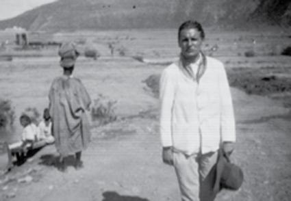 Michel Vieuchange photographié en 1930 du côté de l'oued Massa, au sud d'Agadir