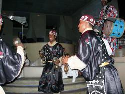 Groupe de chanteurs-danseurs