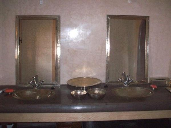 Salle de bain : celle des autres et la mienne