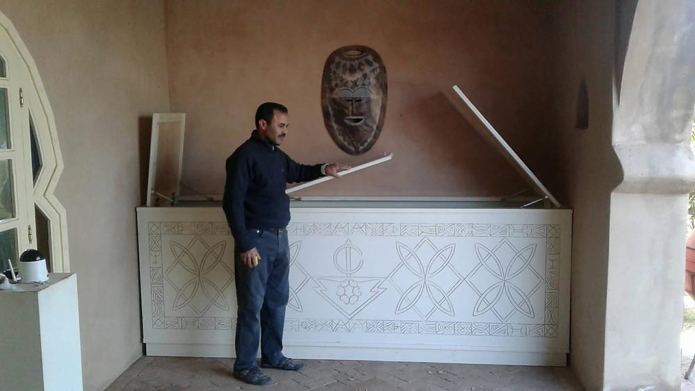 Coffre aux dessins berbères dans la galerie du Jardin aux Etoiles