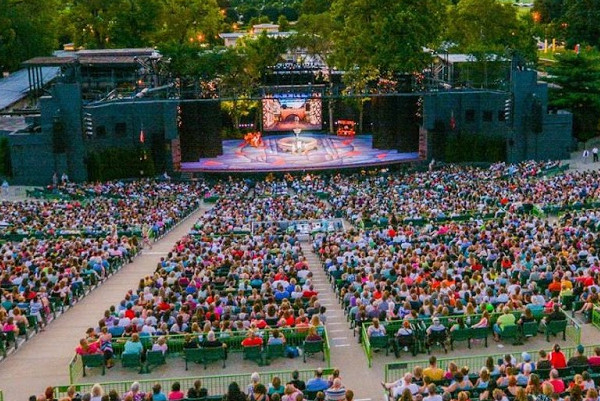 Meet Me at the Muny!