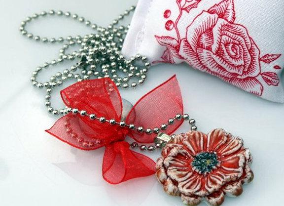 Collier Medaille fleur en porcelaine émaillée