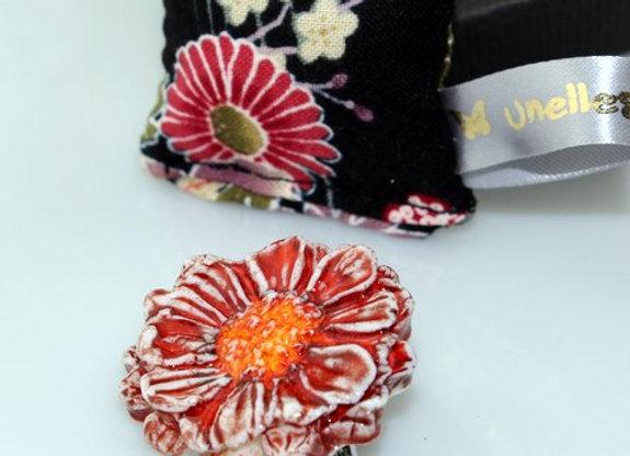 Broche Fleur de porcelaine