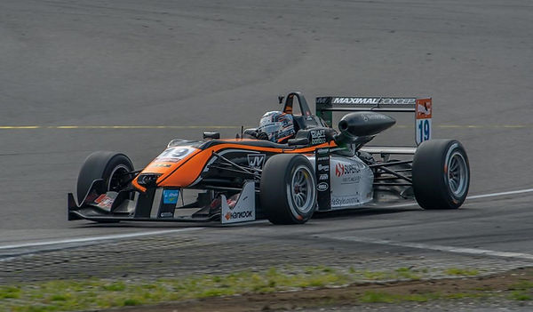Matt_Solomon_racing_in_Dallara_F312_–_