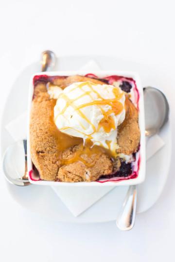 Berry-Cobbler-with-vanilla-ice-cream_©Ca