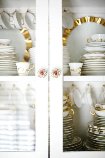 china-cabinet-inside-designers-home_©Cam