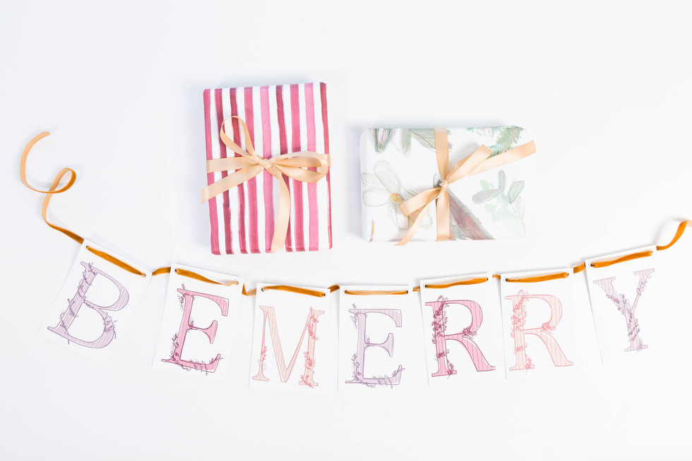 Christmas-wrapping-paper-and-sign_©Camer
