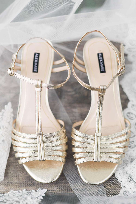 bride's gold heels, Wedding details