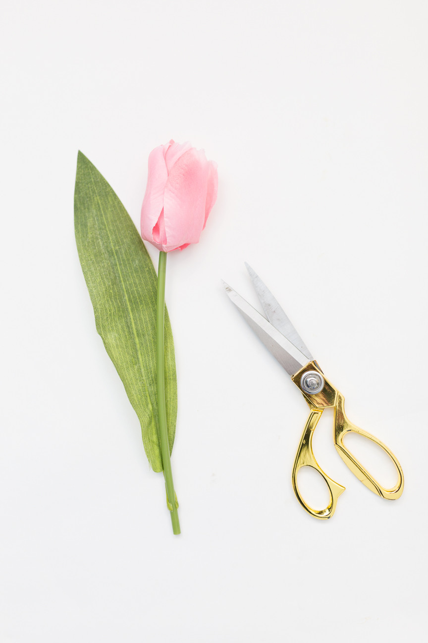 image of a pink tulip and scissors to make a DIY wreath