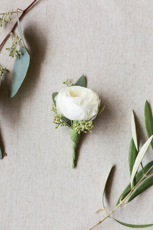 grooms boutineer, floral, ranunculus, wedding details