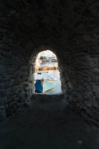 boat-through-cave-in-Paros-Greece_©Camer