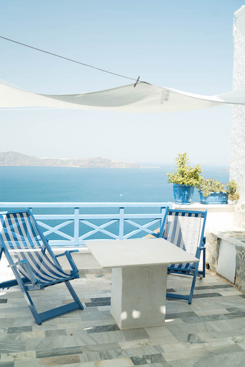 Terrace-at-Scirocco-hotel-in-Greece_©Cam