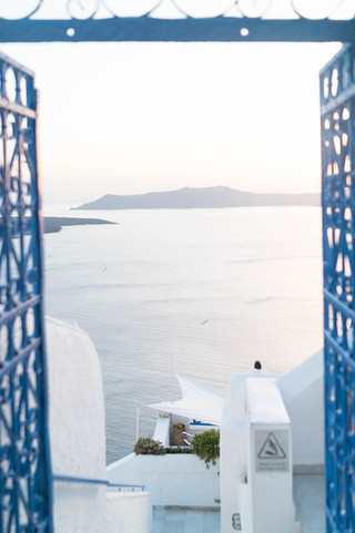 ocean-view-from-hotel-in-Santorini-Greec
