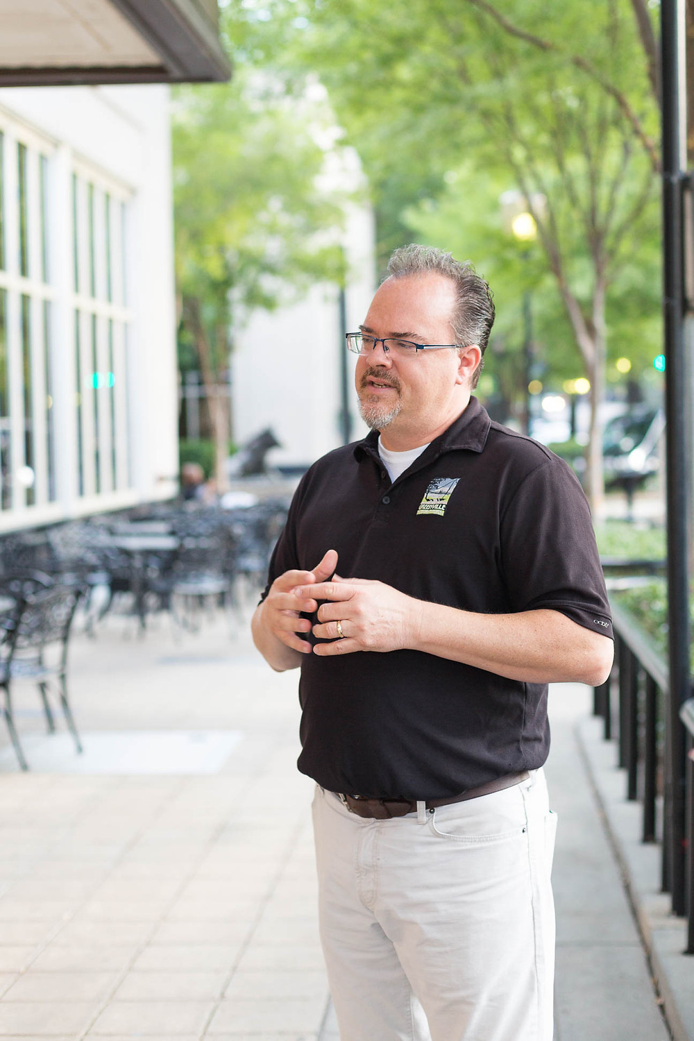 tour guide telling tourists about Greenville history and food scene