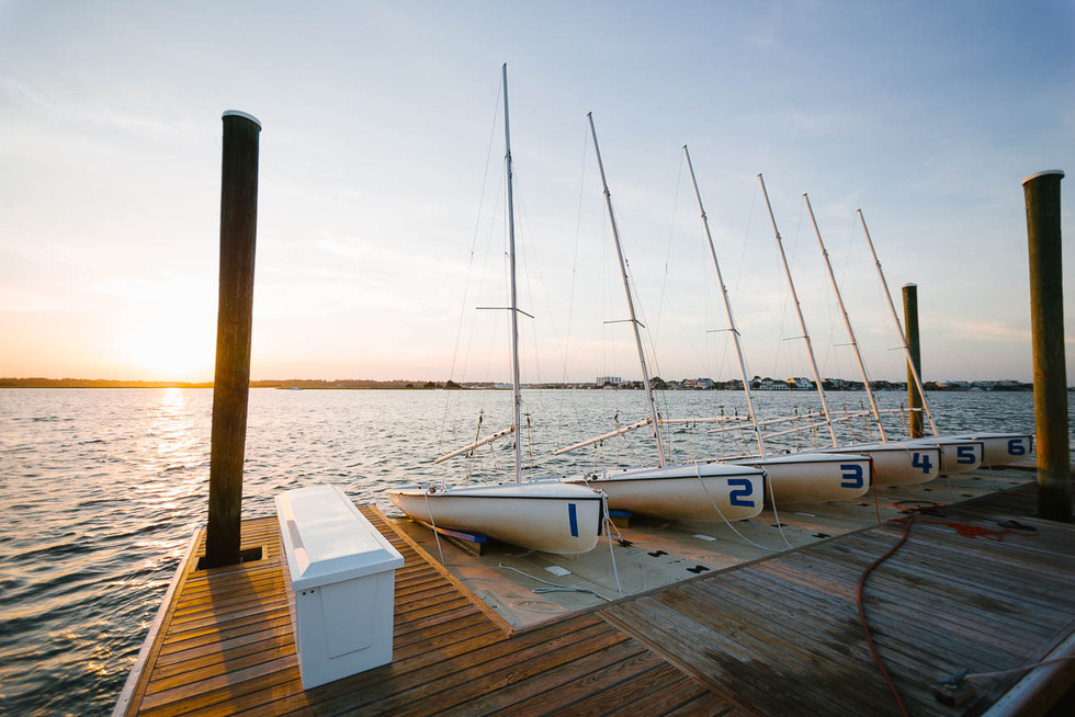 Sailboats-lined-up-at-the-Carolina-Yacht