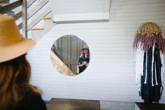 Jessica-Murnane-looks-in-mirror_©Cameron