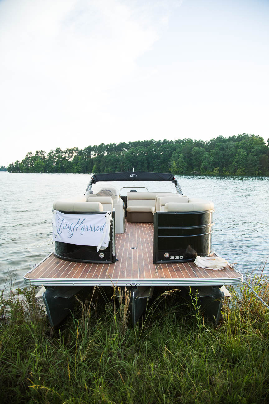 image of a pontoon boat on Lake Hartwell