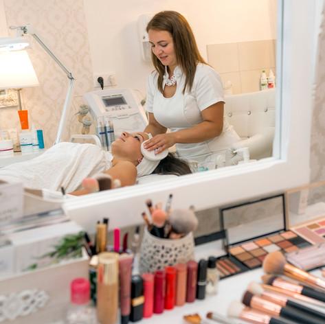 Kozmetikus és a Vendég