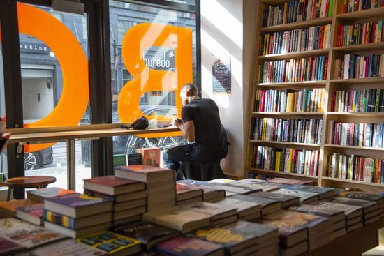 How_do_indie_bookstores_compete_with_Ama