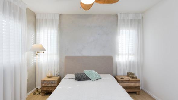 עיצוב חדר שינה עם 2 חלונות