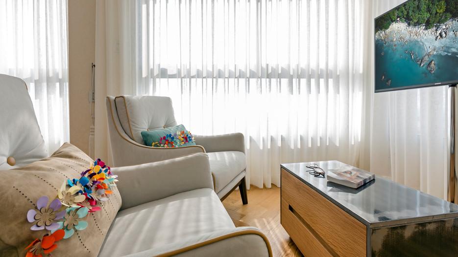 עיצוב חדר שינה עם פינת ישיבה
