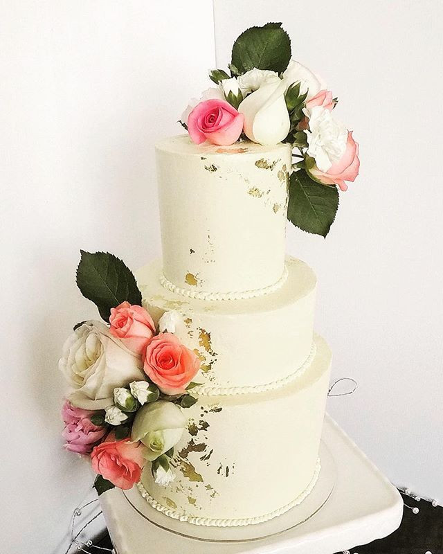 Who doesn't love to look at wedding cake