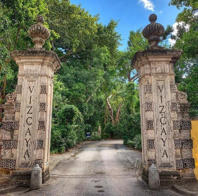 vizcaya museum and gardens, coupes travel, romance, anniversary, beach, flamingos, couples travel blog, married couples blog, black travel bloggers, travel vlog
