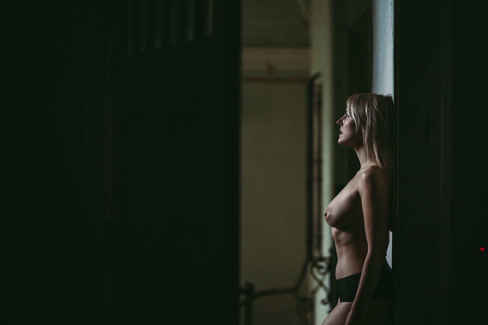 nude on location 03