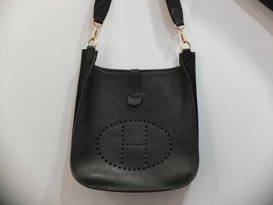 Sac à main Hermès modèle Evelyne en cuir noir