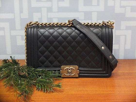 Sac à main Chanel - modèle Boy en cuir noir