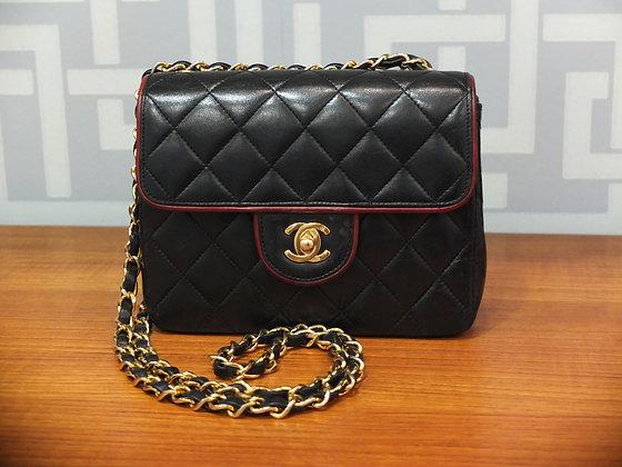 Sac à main Chanel mini classique en cuir matelassé noir et bordeaux