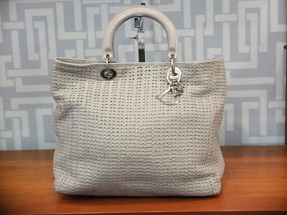 Cabas Lady Dior en cuir tressé gris perle