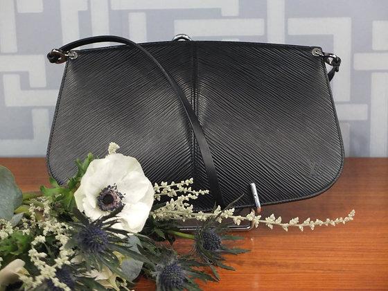 Sac à main Louis Vuitton – Demi-lune en cuir épi noir